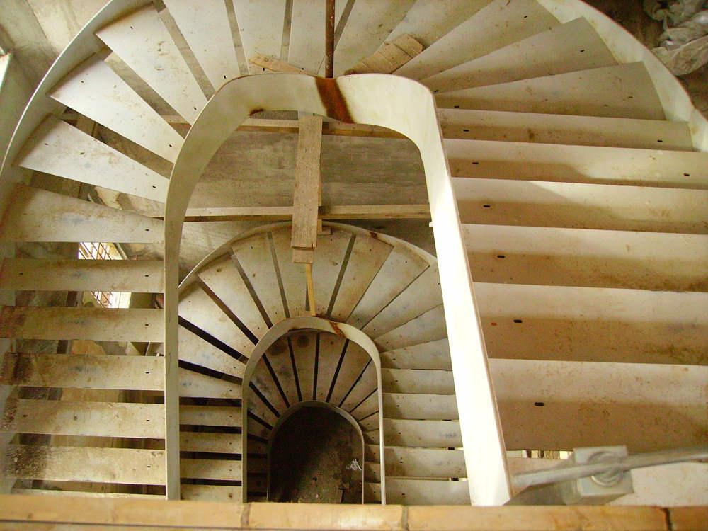 realizzazione scale in metallo lecco como 11