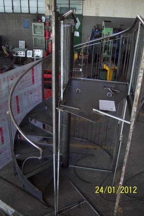 realizzazione scale in metallo lecco como 13