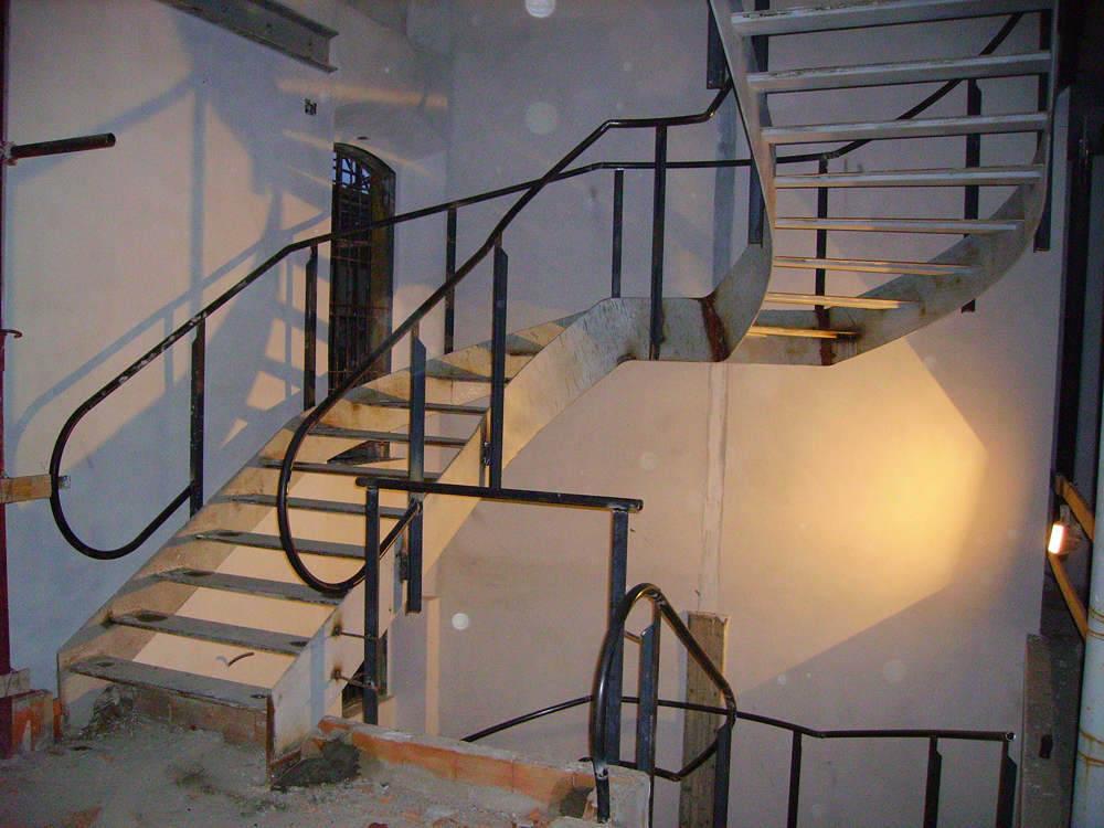 realizzazione scale in metallo lecco como 17