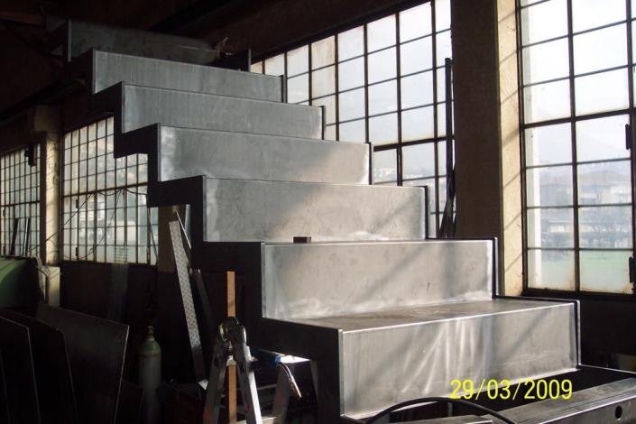 realizzazione scale in metallo lecco como 34
