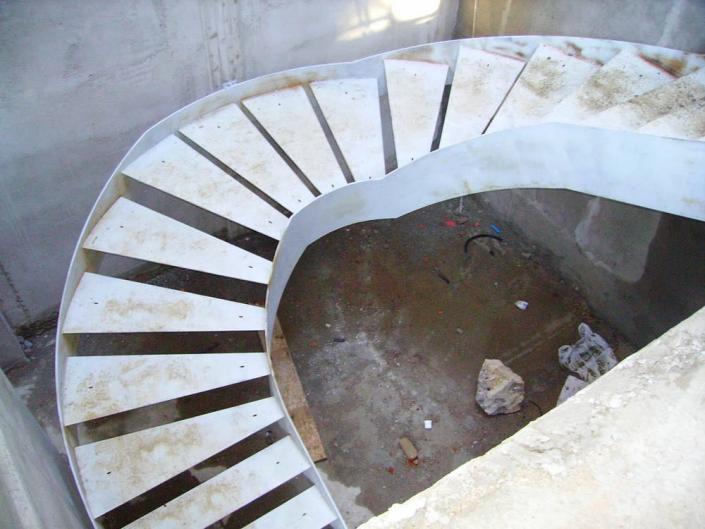 realizzazione scale in metallo lecco como 40