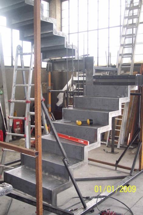 realizzazione scale in metallo lecco como 57