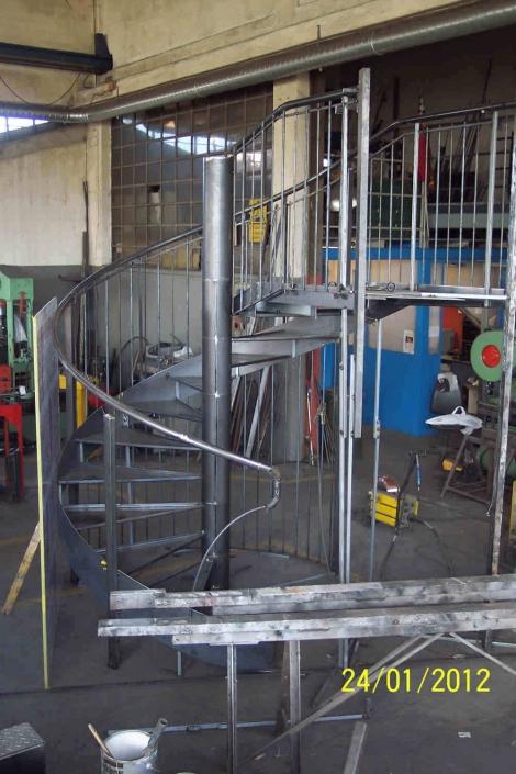 realizzazione scale in metallo lecco como 62